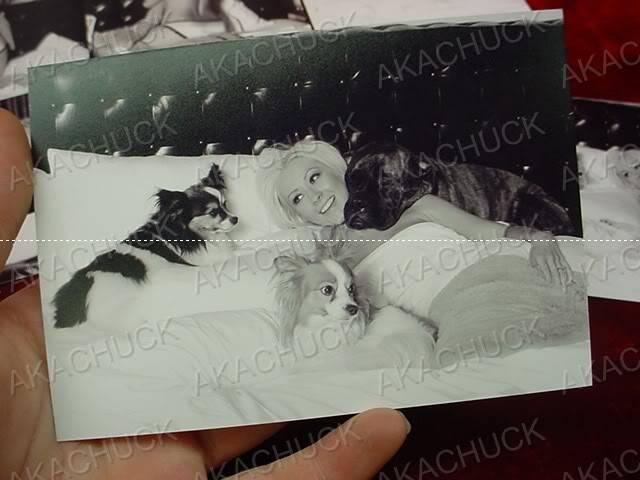 [Fotos] Nuevas pics Antiguas de Chirstina en blanco y negro [2005-2006] 062510mc_47jpg