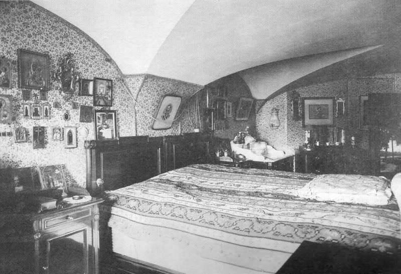 Los palacios de los Romanovs Bedroom_AlexIII_MariaFed_3