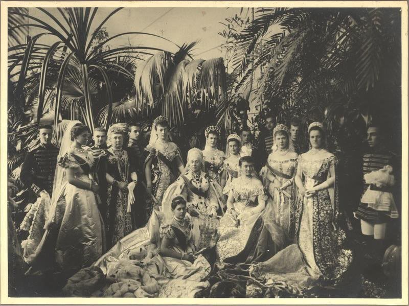Vestido oficial de los Romanovs 2154064780094285158NLEFAH_ph