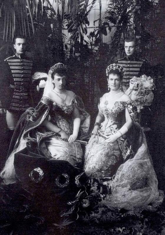 Vestido oficial de los Romanovs 2176927890094285158QEGETW_fs