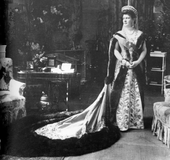 Vestido oficial de los Romanovs 2206546620094285158XDlZjO_ph