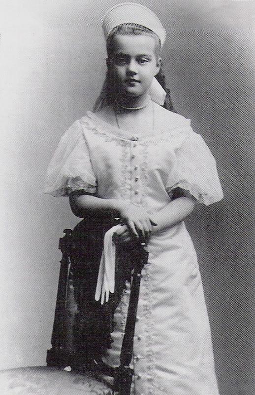 Vestido oficial de los Romanovs 2223bb9