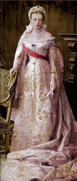 Vestido oficial de los Romanovs 2230673440094285158GqUzWG_ph-1