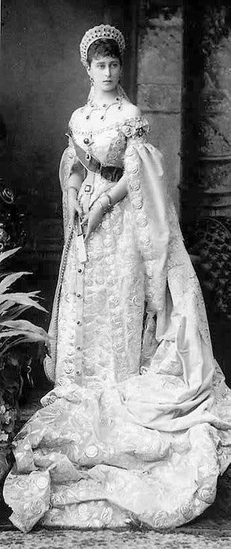 Vestido oficial de los Romanovs 2621717740094285158BmmkJT_ph