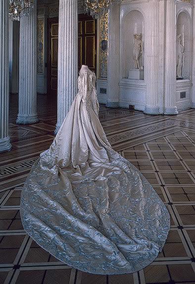Vestido oficial de los Romanovs CeremonialCourtDressofEmpressAle-2
