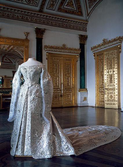 Vestido oficial de los Romanovs ISLC5WZUDM8LBQ7M3-1