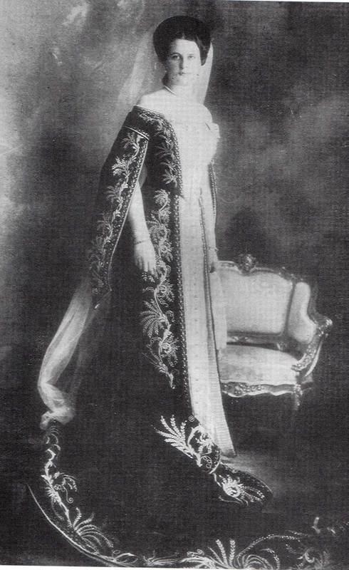 Vestido oficial de los Romanovs Unknbownladycourtdress
