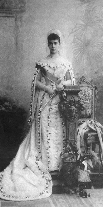 Vestido oficial de los Romanovs Xeniarosescourt