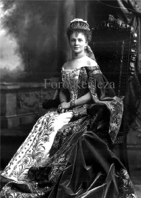 Vestido oficial de los Romanovs - Página 3 Baronessgraevenitz1900-1