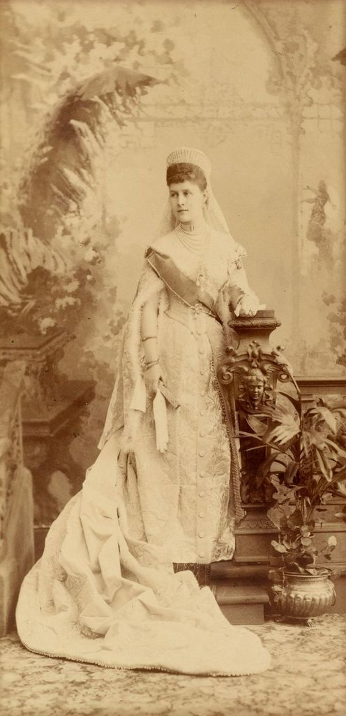 Vestido oficial de los Romanovs - Página 6 Gdalexage3_zpsc5ocgket