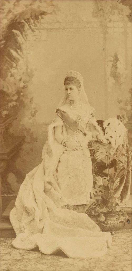 Vestido oficial de los Romanovs - Página 6 Gdalexage_zpsgrwq6dra