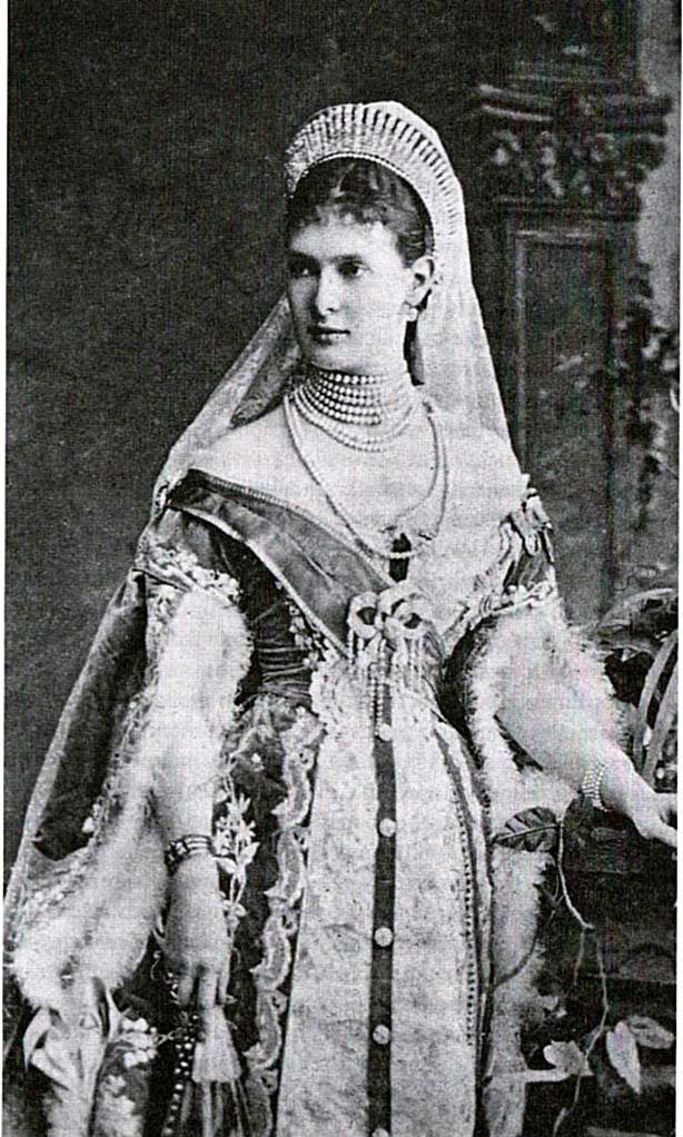 Vestido oficial de los Romanovs - Página 6 Gdmariapagowncloseup001-1