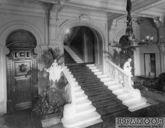 Los palacios de los Romanovs Mainstairs