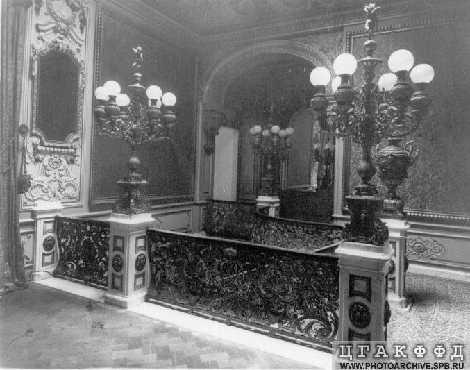 Los palacios de los Romanovs Bronzestais