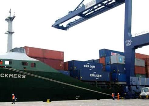 Hãng tàu biển 'ăn dày' phí vận chuyển hàng Tau-1