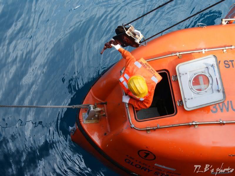 [Hình ảnh] Thực tập hạ xuồng cứu sinh 035
