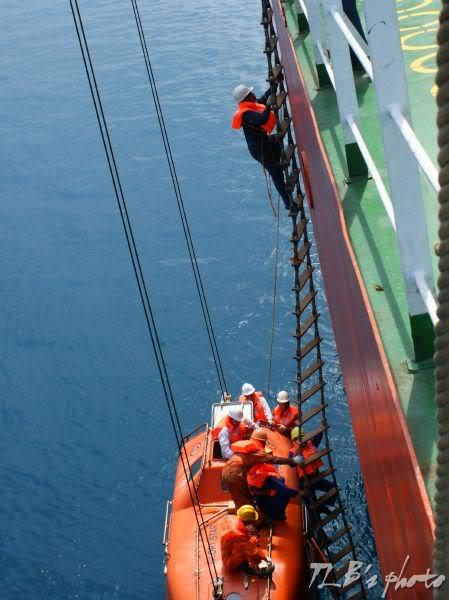 [Hình ảnh] Thực tập hạ xuồng cứu sinh 037