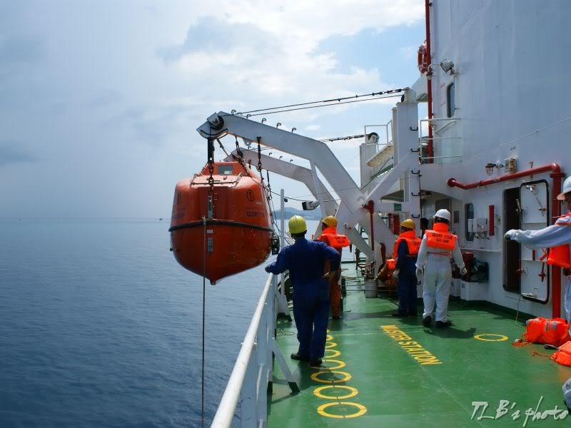 [Hình ảnh] Thực tập hạ xuồng cứu sinh 042