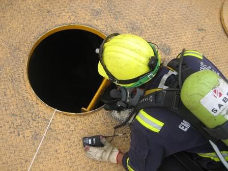 Chỉ dẫn khi vào không gian kín trên tàu dầu Enclose1