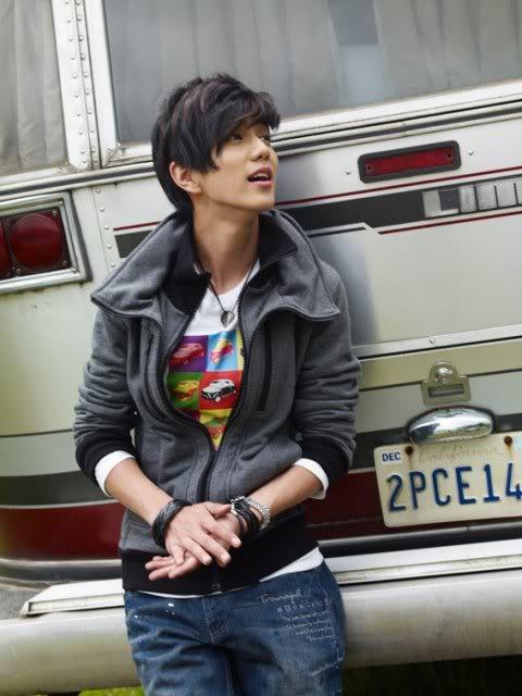 Yoo Seung Ho -->Kim Chun Chu Img_7_12823_11250923805