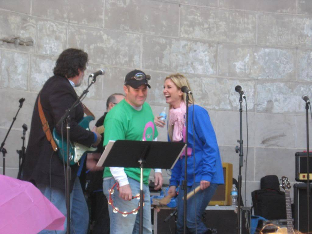Kelly to perform in NYC's Breast Cancer Walk · Oct 19, 2008 IMG_1853