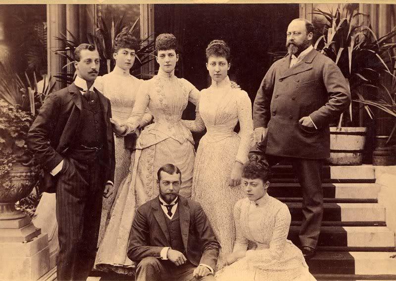 Alejandra y Eduardo VII Alberto-VictormaudAlejandraLuisa-jo