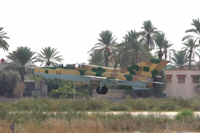 الجيش الليبي LibyaOct29-3107MiG-21UM1135