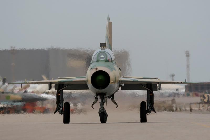 الجيش الليبي LibyaOct29-3107MiG-21UMheadon