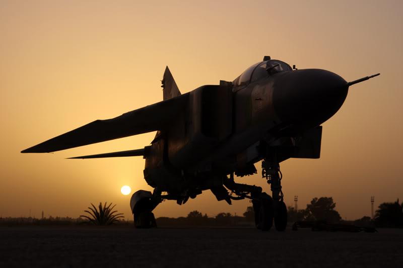 الجيش الليبي LibyaOct29-3107MiG-23MLatsunset2