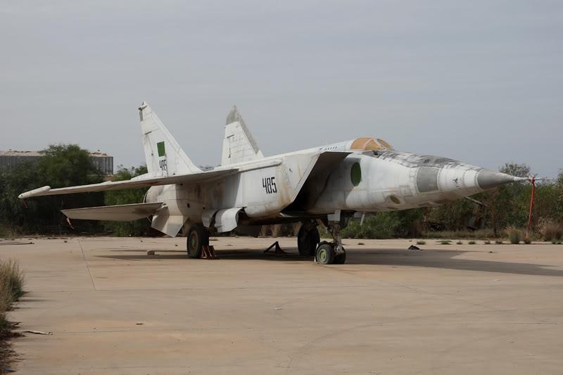 الجيش الليبي LibyaOct29-3107MiG-25RB485