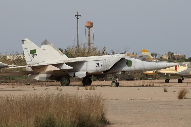 الجيش الليبي LibyaOct29-3107MiG-25RU207