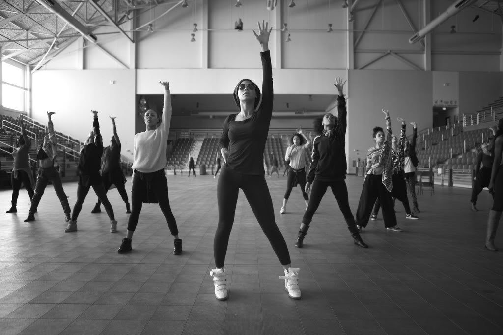03/02 - Superbowl Halftime Show - Page 5 Beyonce-superbowl-rehearsal2