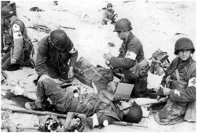 EQUIPO INDIVIDUAL DEL DEPARTAMENTO MEDICO US WW2 4ID-MedicsUtahBeach