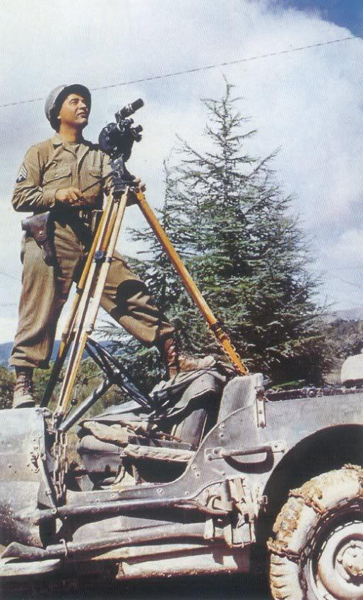 uniforme du correspondant de guerre - Page 2 JeepFilmoTripod