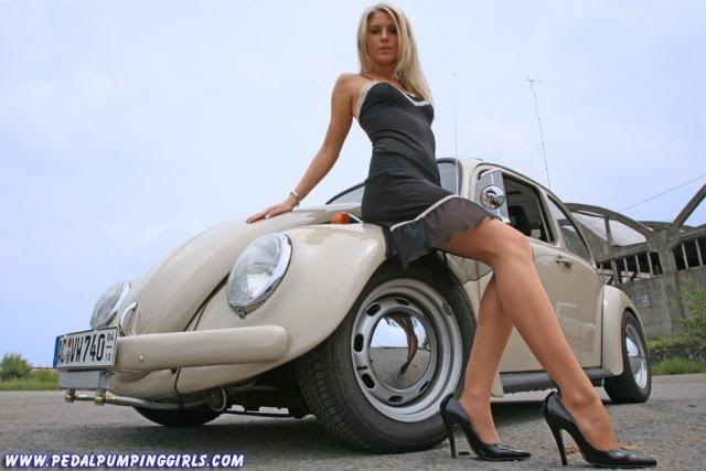 girls with vw's   N.S.F.W - Page 6 Classic_beetle_cranking_with_stocki