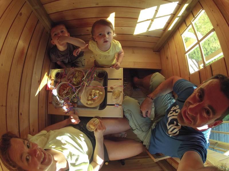 Cabane de jardin ... pour enfants GOPR0361