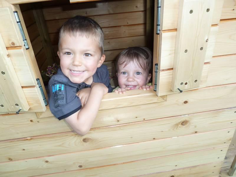 Cabane de jardin ... pour enfants P1080780