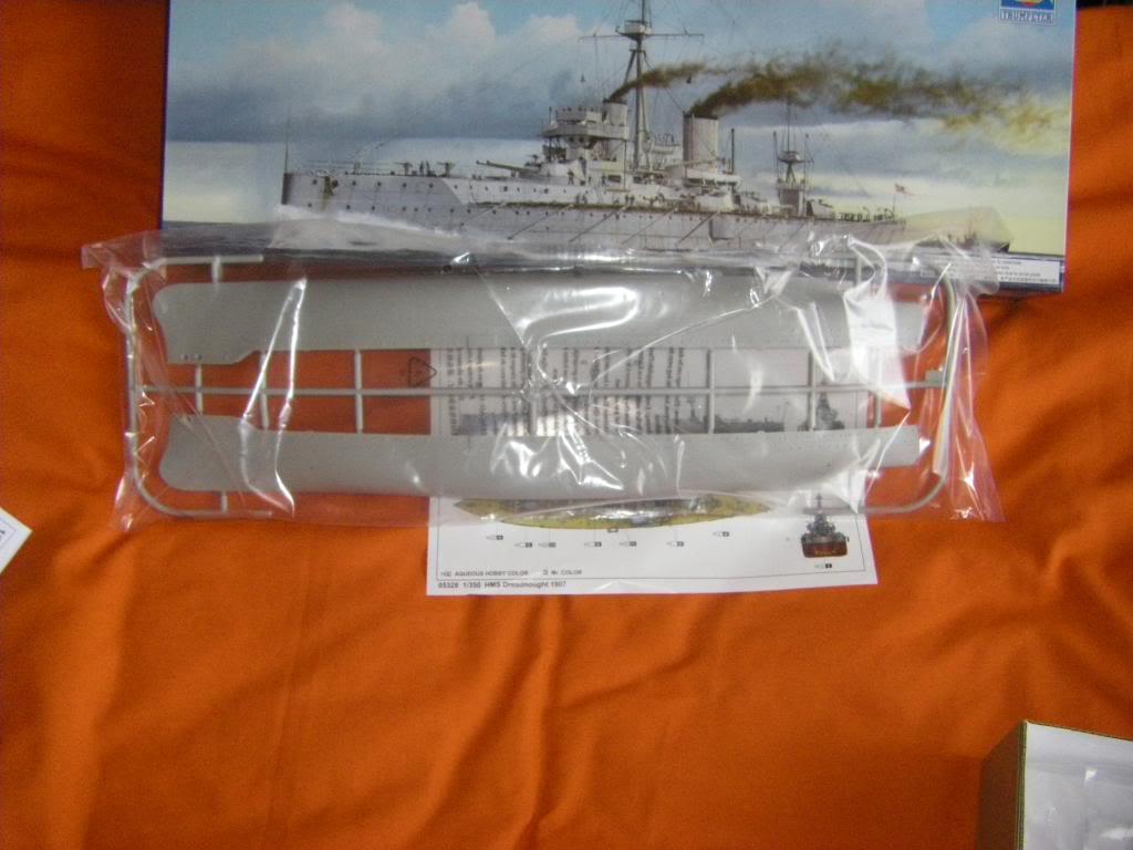 Le dernier né d'une longue tradition. HMS Dreadnought au 1/350 IMGP0081