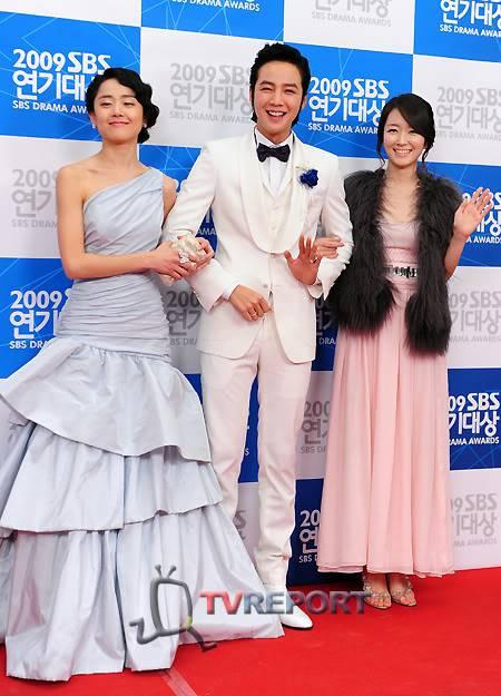 Moon Geun Young tại lễ trao giải SBS Drama Award 2009 4-12