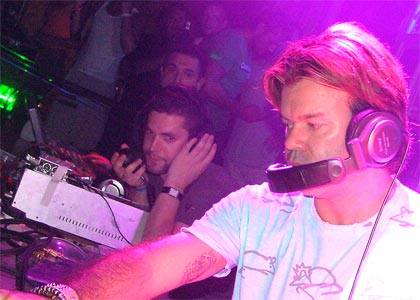Shit DJ Pose Thread - Page 2 Paul-oakenfold-2