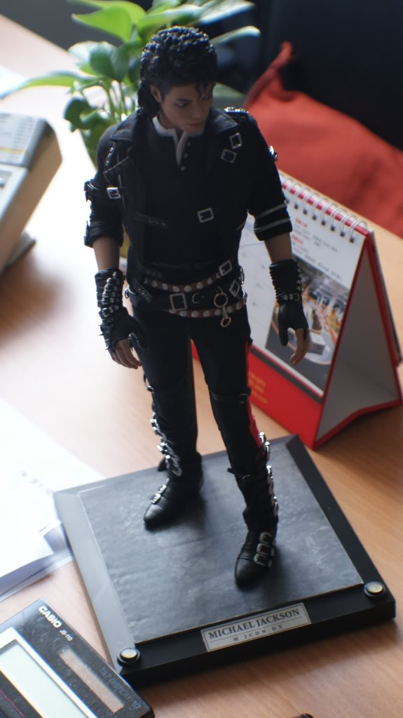Michael Jackson vira boneco em versão 'Bad'. DSC04046