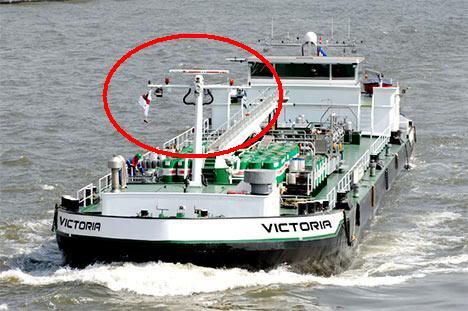 Ý nghĩa của những lá cờ trên tàu biển Eu-victoria-ship-01
