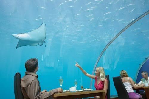 مطعم محمول تحت الماء Attk8pwv1