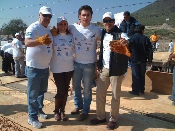 Alejandro y fundacion televisa ayudando a construir casas UntitledYYY
