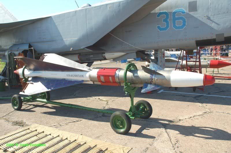 Pas-à-pas : MiG 25 Foxbat [Condor 1/72] - Page 3 Attachmentvu12