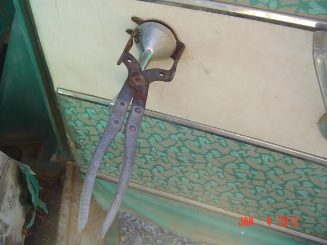Interior door handles and window crank Mopardoorhandletool002