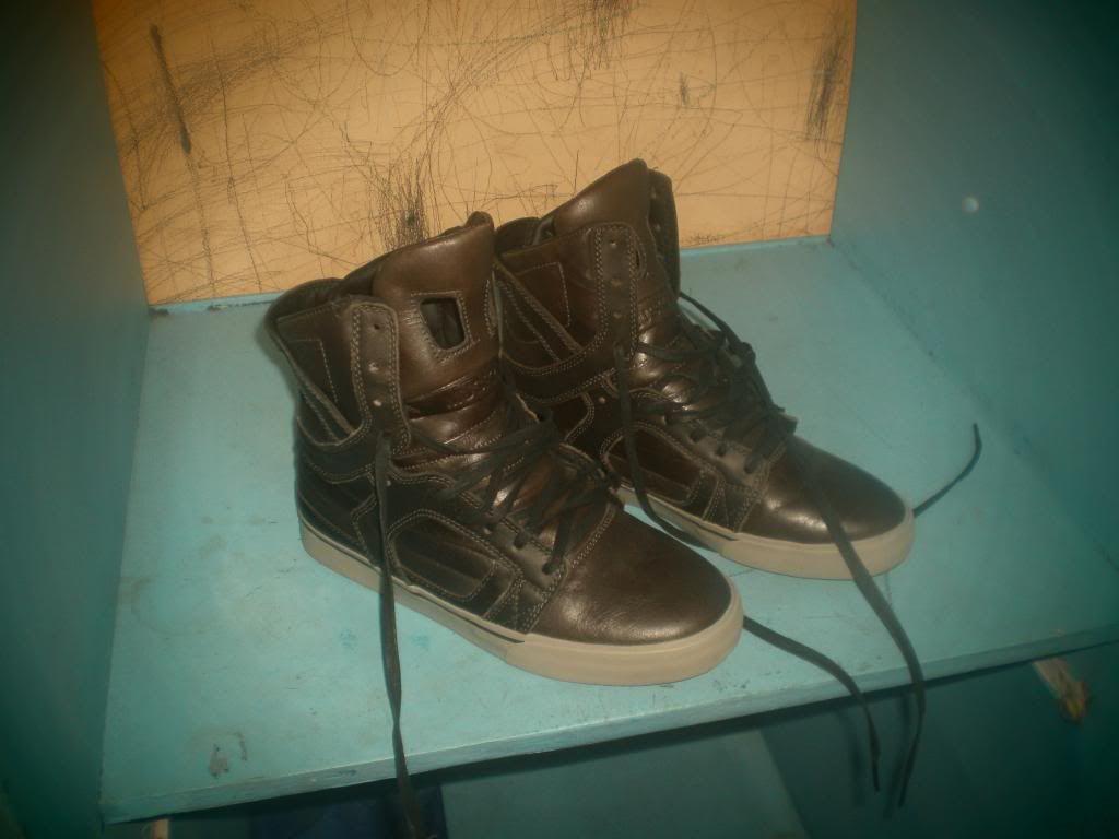 Supra Shoes and Skullcandy headphones PB210002