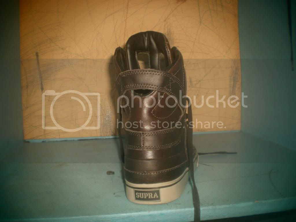 Supra Shoes and Skullcandy headphones PB210005