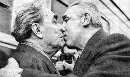El beso de Breznev y Honecker. - Página 3 Gierek4