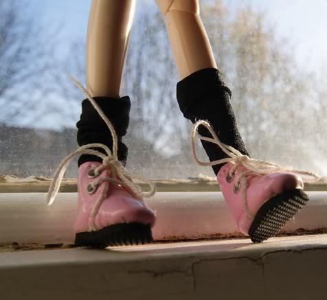 new pink boots ^__^ DSC00398